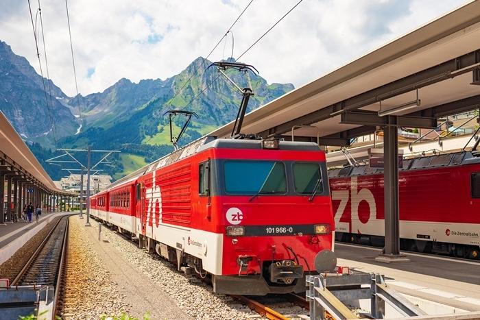 スイスの神秘的な美しい湖 トリュプゼー_b0145398_00030588.jpg