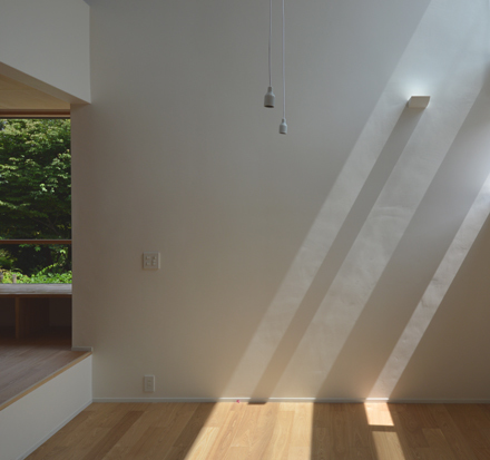 光射す漆喰壁と落ちるペンダント_b0183404_15185676.jpg