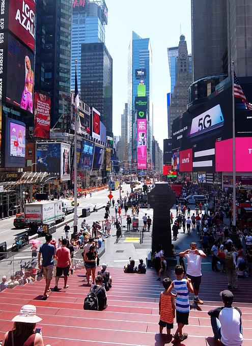 タイムズ・スクエアの風景を眺めるのにオススメ、TKTSブース展望台_b0007805_08202566.jpg