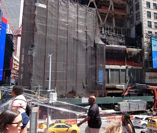 タイムズ・スクエアの風景を眺めるのにオススメ、TKTSブース展望台_b0007805_08313375.jpg