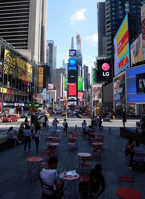 タイムズ・スクエア、44~45丁目間のミニ展望台_b0007805_23321880.jpg