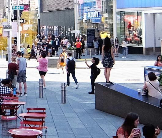 タイムズ・スクエア、44~45丁目間のミニ展望台_b0007805_23371583.jpg