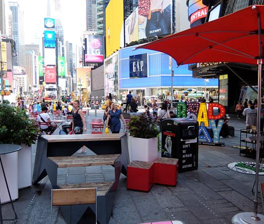 タイムズ・スクエア、44~45丁目間のミニ展望台_b0007805_23462457.jpg