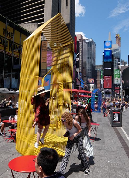 タイムズ・スクエアの体験型アートな新しい写真スポット_b0007805_23582762.jpg