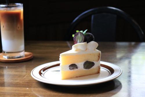 【巨峰のショートケーキ】 この時期は果物が多くて、おすすめケーキもころころ変わります。 _a0164012_13433071.jpg
