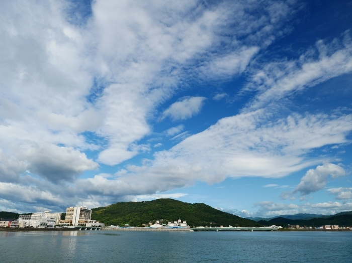 和歌の浦に浮かぶ秋の雲  2020-10-15 00:00  _b0093754_23302286.jpg