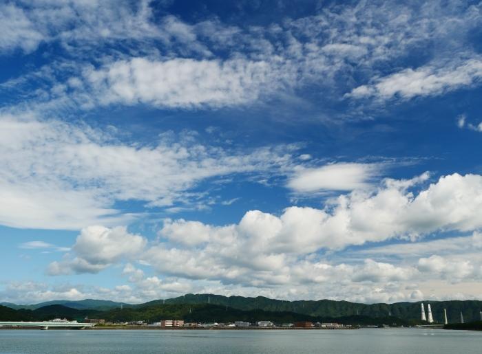 和歌の浦に浮かぶ秋の雲  2020-10-15 00:00  _b0093754_23303357.jpg
