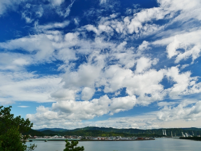 和歌の浦に浮かぶ秋の雲  2020-10-15 00:00  _b0093754_23305396.jpg