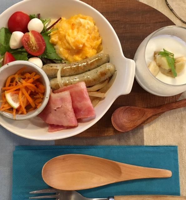 Breakfast  次男夫婦の食卓_a0165160_06333085.jpg