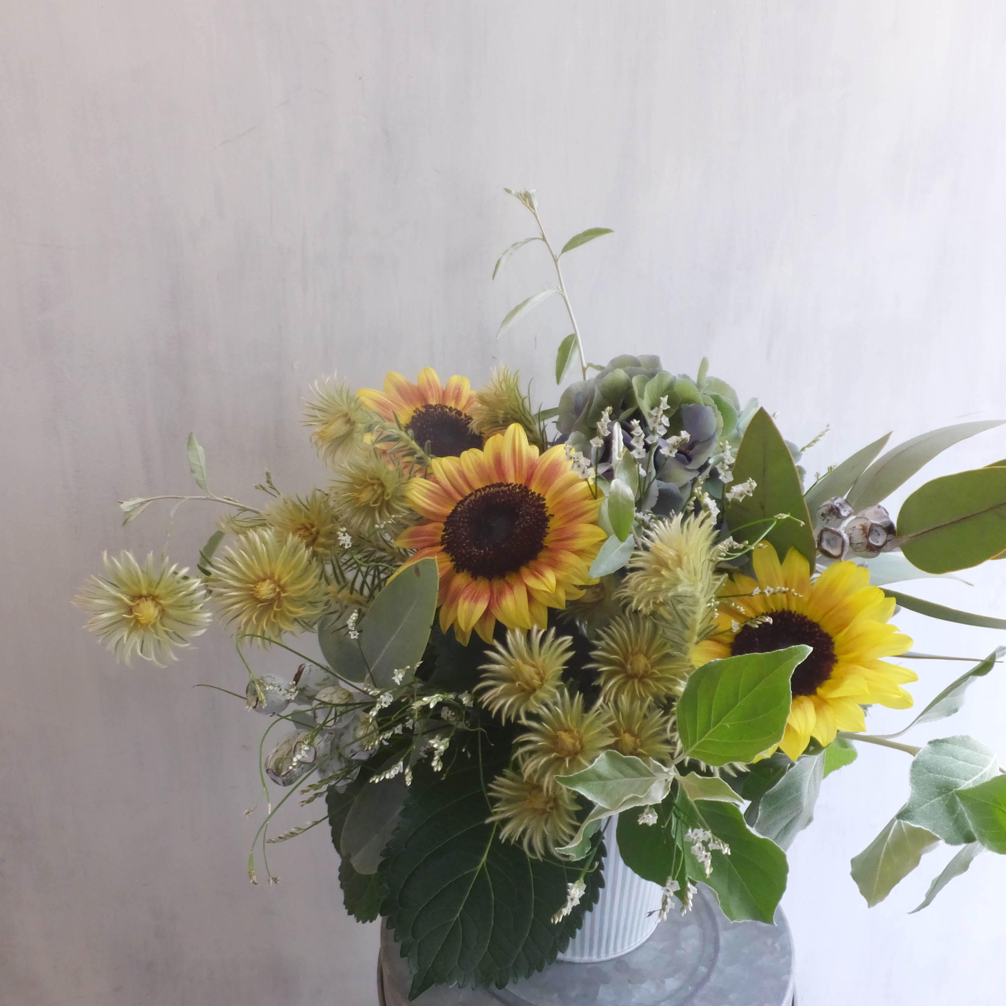 オークリーフ(ひまわりと紫陽花のアレンジメント)_f0049672_13513635.jpg