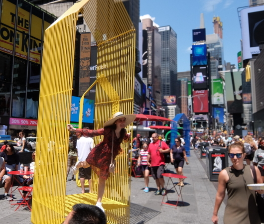 タイムズ・スクエアの体験型アートな新しい写真スポット_b0007805_00005209.jpg