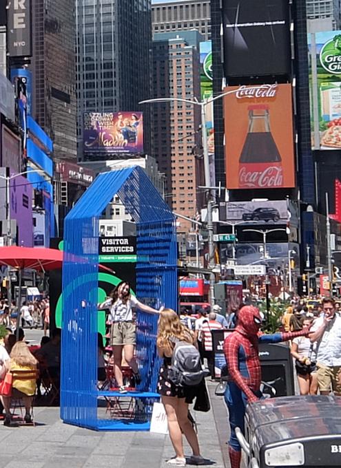 タイムズ・スクエアの体験型アートな新しい写真スポット_b0007805_00013886.jpg