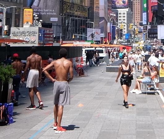 夏のニューヨーク、タイムズ・スクエアの風景_b0007805_19523797.jpg