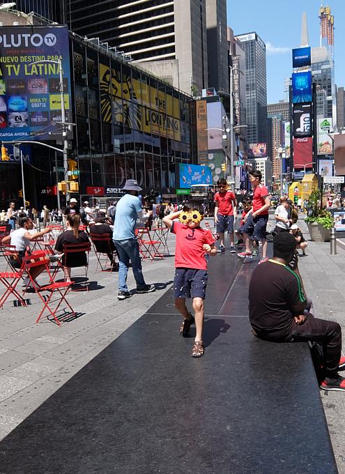 夏のニューヨーク、タイムズ・スクエアの風景_b0007805_20045028.jpg