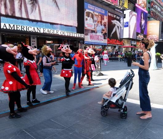 夏のニューヨーク、タイムズ・スクエアの風景_b0007805_20053220.jpg