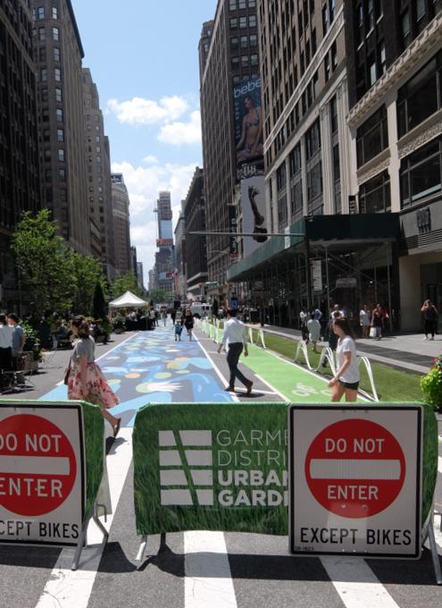 NYブロードウェイの都市ガーデン(Urban Garden)の妖精はこんな感じ_b0007805_23410605.jpg