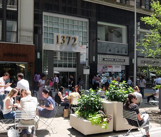 NYブロードウェイの都市ガーデン(Urban Garden)の妖精はこんな感じ_b0007805_23475427.jpg