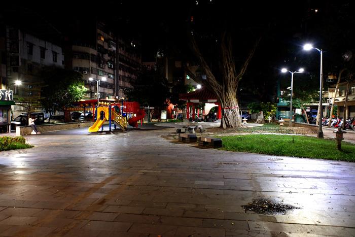 夜の散歩、徘徊?〜台北3_b0175635_22275472.jpg