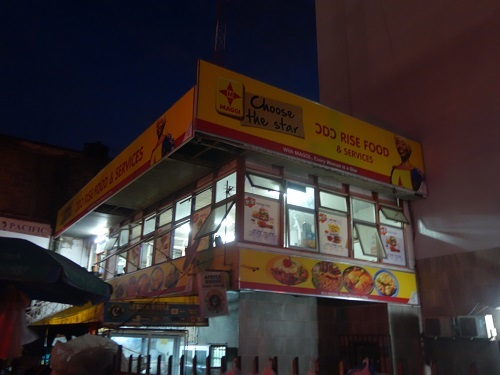 アクラのローカル食堂でバンクーを食べてみる_c0030645_16320991.jpg