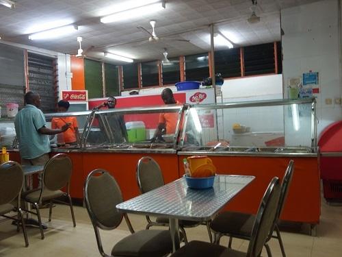 アクラのローカル食堂でバンクーを食べてみる_c0030645_16321169.jpg