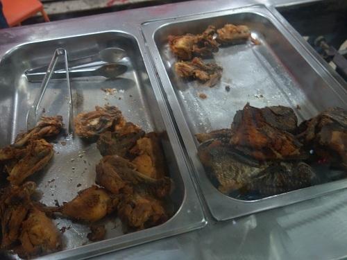 アクラのローカル食堂でバンクーを食べてみる_c0030645_16321424.jpg