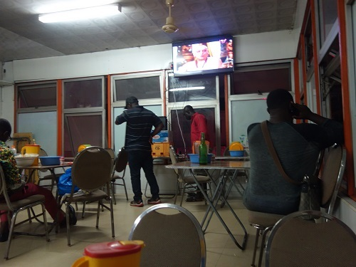 アクラのローカル食堂でバンクーを食べてみる_c0030645_16324998.jpg