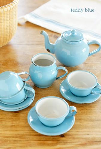 enamelware child\'s tea set  おままごとティーセット_e0253364_08304453.jpg