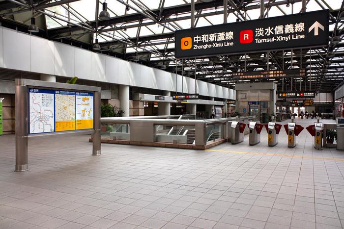 まずは民権西路站(駅)へ 〜台北6_b0175635_22155348.jpg