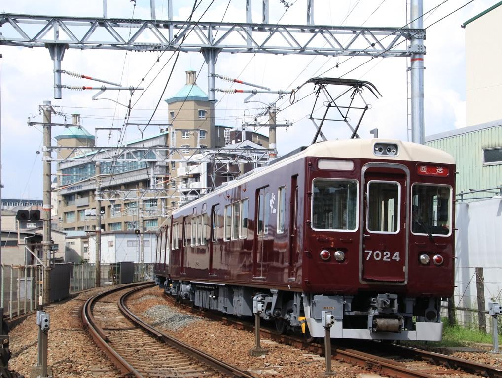 阪急7024F 返却回送_d0202264_1714929.jpg