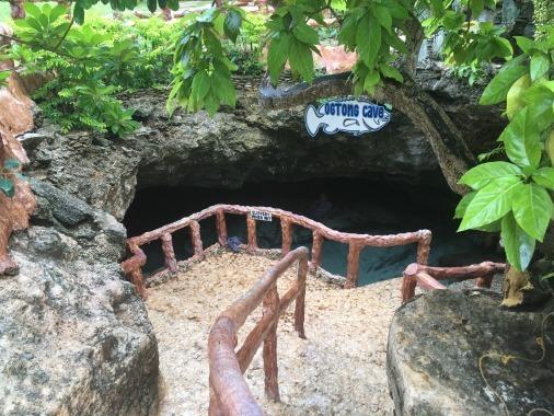 洞窟の中で泳ぐ_f0210164_16142618.jpg