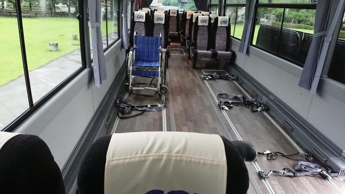 車椅子6台対応バス_f0195579_11072399.jpg