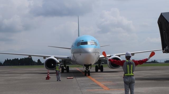 藤田八束の鉄道写真@鹿児島空港には可愛い飛行機がいっぱいです。鹿児島空港から離島めぐり、最近離島めぐりが大人気・・・鉄道も人気上昇中、私は貨物列車が大好き_d0181492_08264288.jpg