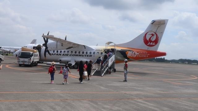 藤田八束の鉄道写真@鹿児島空港には可愛い飛行機がいっぱいです。鹿児島空港から離島めぐり、最近離島めぐりが大人気・・・鉄道も人気上昇中、私は貨物列車が大好き_d0181492_22542274.jpg