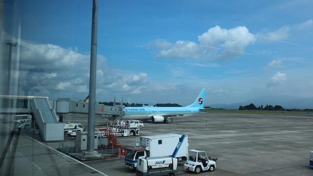 藤田八束の鉄道写真@鹿児島空港には可愛い飛行機がいっぱいです。鹿児島空港から離島めぐり、最近離島めぐりが大人気・・・鉄道も人気上昇中、私は貨物列車が大好き_d0181492_22544465.jpg