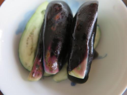 朝:サラダプレート、野菜ジュース、茄子の糠漬け 昼:大麦大豆紫蘇ヒジキ🍙&焼鳥ももタレ 夜:日清焼きそば、とうもろこし&冷奴_c0075701_20202231.jpg