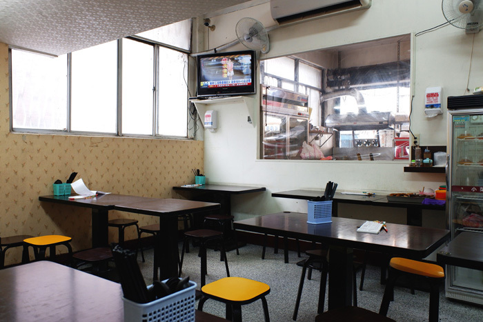 剥皮寮歴史街区と遅い昼食〜台北9_b0175635_10070423.jpg