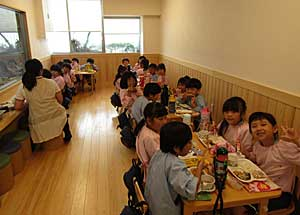 本日の給食は…☆_e0325335_12351923.jpg