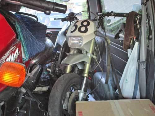 ミニバイクレーサーGETからのストリートトリプル675のエンジンオイル交換・・・(^^♪_c0086965_12245234.jpg
