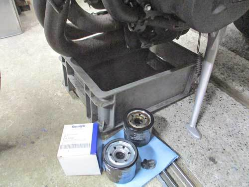 ミニバイクレーサーGETからのストリートトリプル675のエンジンオイル交換・・・(^^♪_c0086965_12444014.jpg