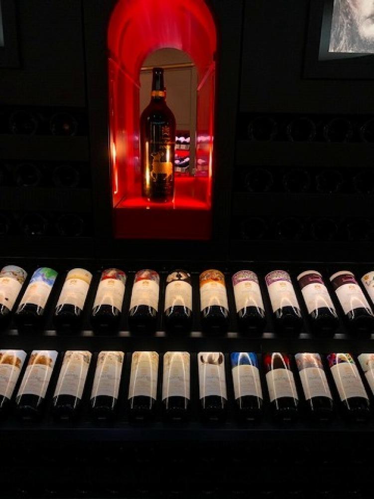 ギャラリーラファイエットのワインカーブ_a0152501_14570412.jpg