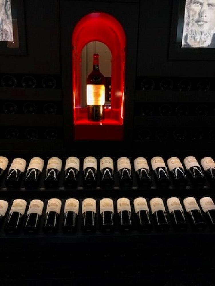 ギャラリーラファイエットのワインカーブ_a0152501_14571151.jpg