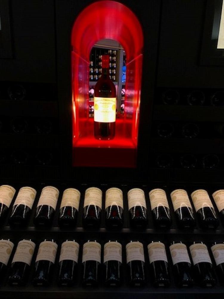ギャラリーラファイエットのワインカーブ_a0152501_14572325.jpg