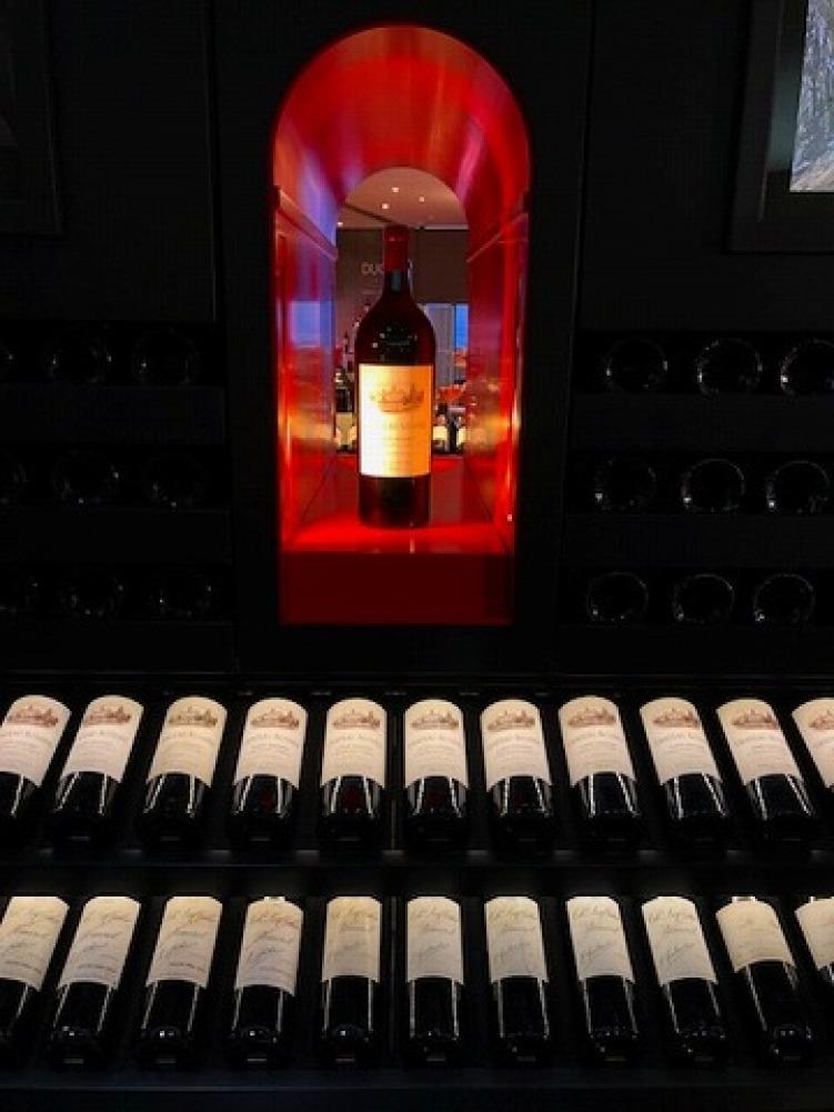 ギャラリーラファイエットのワインカーブ_a0152501_14572914.jpg