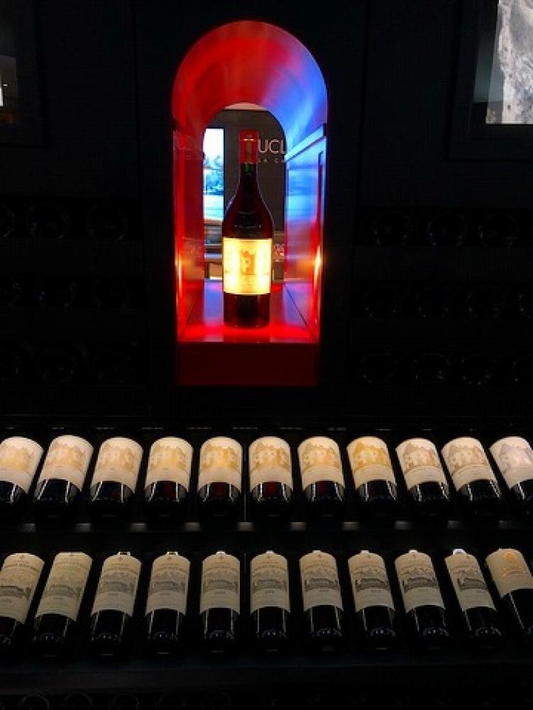 ギャラリーラファイエットのワインカーブ_a0152501_14573761.jpg