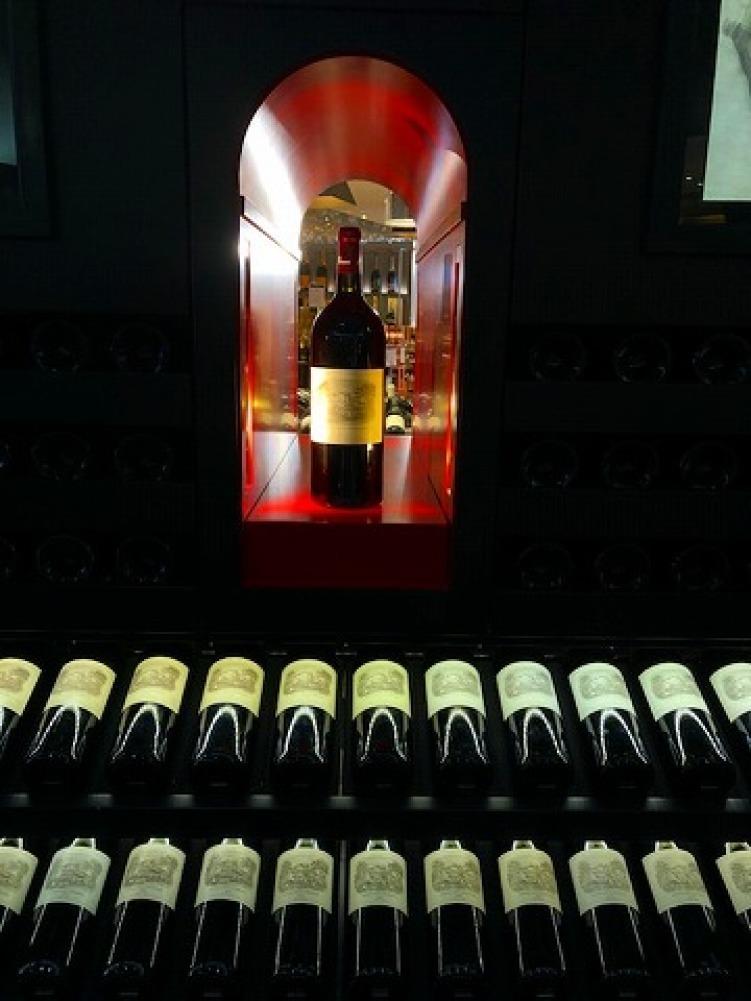 ギャラリーラファイエットのワインカーブ_a0152501_14574393.jpg