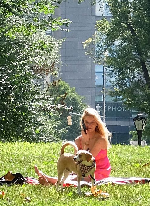 夏の終りのセントラルパーク、ピンク・ワンピと赤チェック・スカーフ_b0007805_21331870.jpg