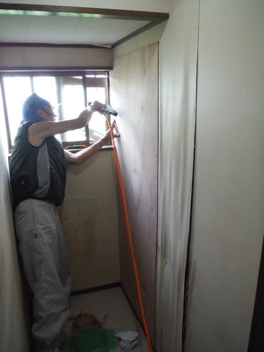 トイレ内装 リフォーム ~ 壁工事。_d0165368_03523931.jpg