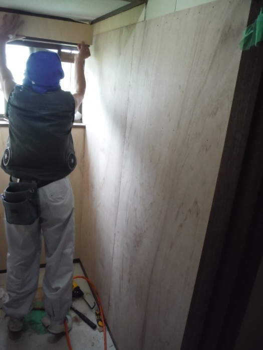 トイレ内装 リフォーム ~ 壁工事。_d0165368_03525490.jpg