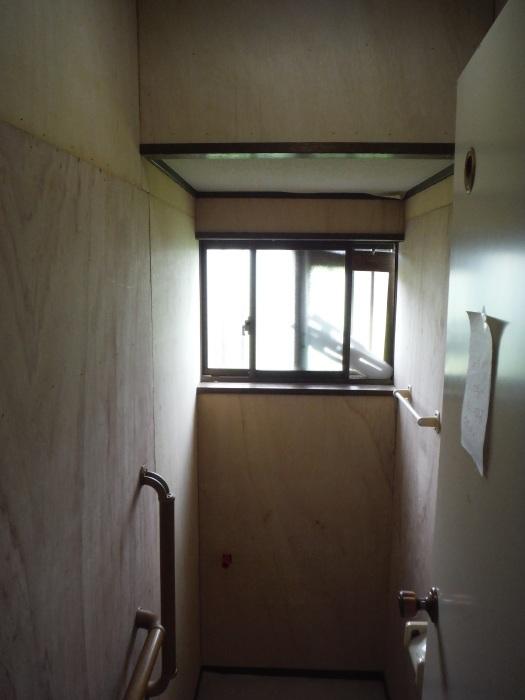 トイレ内装 リフォーム ~ 壁工事。_d0165368_03531936.jpg
