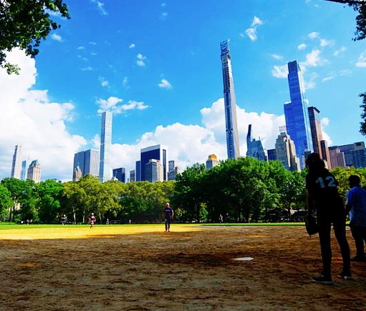 セントラルパークの野球場、バックネット裏から見える風景_b0007805_22133092.jpg